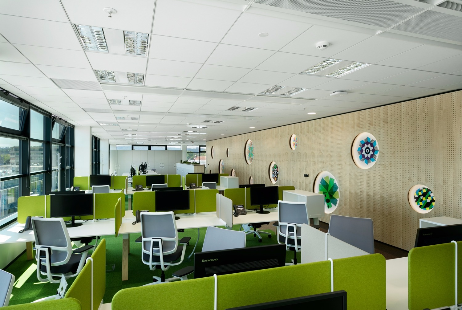 BRNO IBM TEMPTS YOUNG TALENT WITH NEW OFFICE SPACE. THEIR INSPIRATION WAS A TREE TRUNK